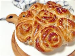 玫瑰花豆沙拉丝面包-漂亮实力派