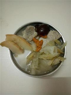 小鱼翅响螺片煲排骨汤