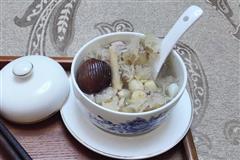 沙参百合银耳汤-可以用来煲汤和做甜品的美味