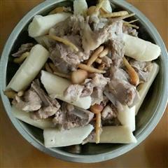 鲜淮山太子参莲子排骨汤