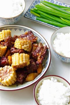 红烧排骨玉米煲