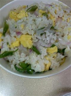 青椒洋葱蛋炒饭