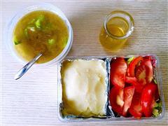 蔬菜沙拉+土豆泥+丝瓜牛肉汤
