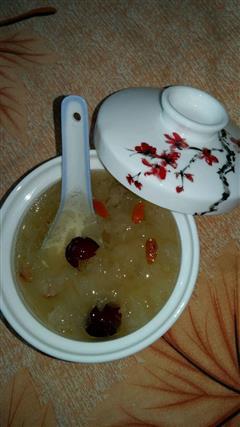 雪燕皂角米银耳汤
