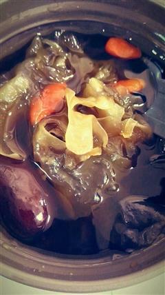 红糖红枣枸杞银耳汤
