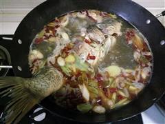爆香水煮鱼