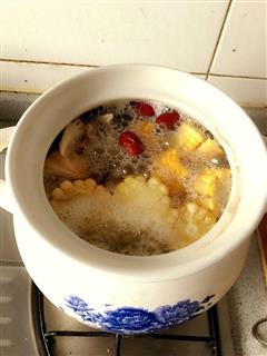 猴菇虫草玉米排骨汤