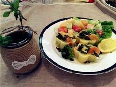 鲜虾蔬菜土豆泥+水果沙拉