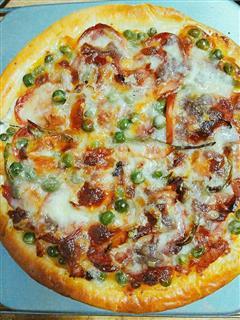 腊肠烤鸡腿披萨