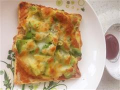 牛油果煎蛋吐司披萨