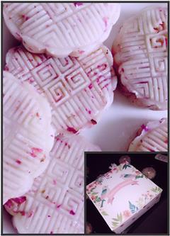 椰芒清香玫瑰冰皮月饼