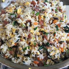培根火腿蔬菜蛋炒饭