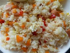 红椒火腿鸡蛋炒饭
