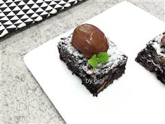 巧克力布朗尼配巧克力奶油凍