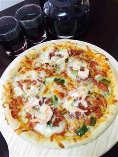 芝士卷边薄底披萨