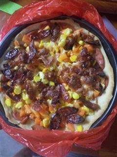 腊肠火腿披萨