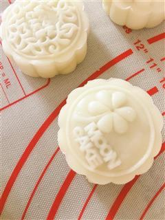 红香芋冰皮月饼