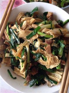 蒜苗红烧肉炒腐竹