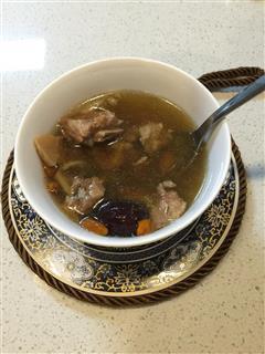 花胶螺肉红枣排骨汤