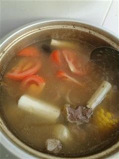 山药玉米番茄排骨汤