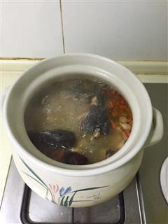 滋补乌鸡汤