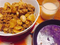 红烧排骨配土豆鹌鹑蛋