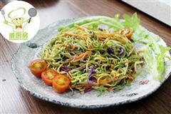 三丝素炒面,一碗用蔬菜汁做成的营养面-威厨艺
