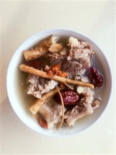 当归黄芪红枣枸杞排骨汤