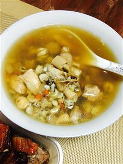 沙虫莲子排骨汤