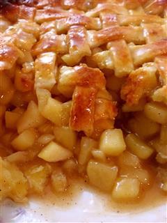 脆甜多汁的苹果派