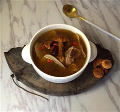 松茸海底椰排骨汤