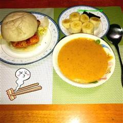 馒头鸡肉堡+胡萝卜人参果甜汤