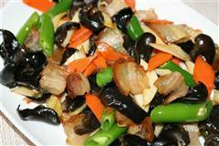 木耳杏鲍菇炒腊肉