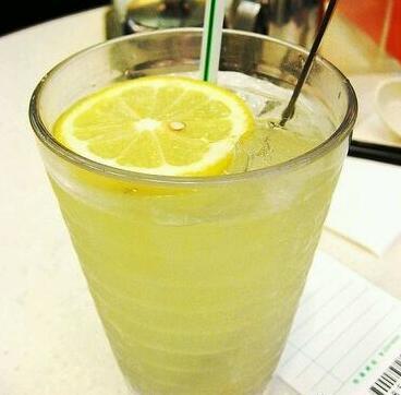 男人过中年多喝柠檬水
