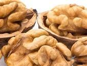 人过40调养方略:吃核桃搓脚心可养肾