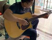 弹吉他(坐着)