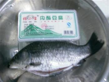 鲫鱼豆腐汤的做法图解2