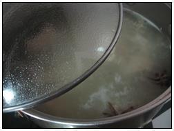 酸菜炖排骨的做法图解3