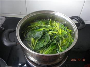 素炒菠菜的做法图解1