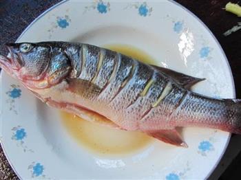 葱油清蒸鲈鱼的做法图解3