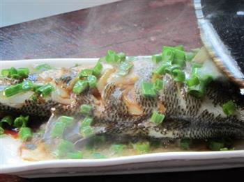 葱油清蒸鲈鱼的做法图解9