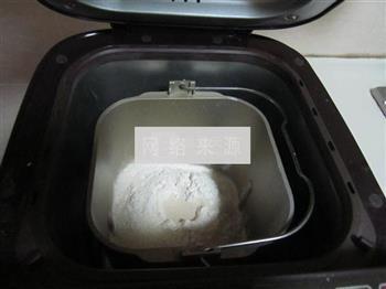 核仁葡萄干全麦面包的做法图解1