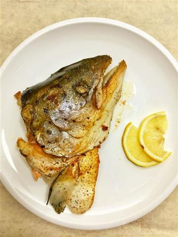 盐煎三文鱼头的做法图解6