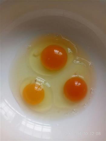 香椿配蒸蛋的做法图解1