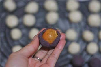 紫薯蛋黄酥的做法图解9