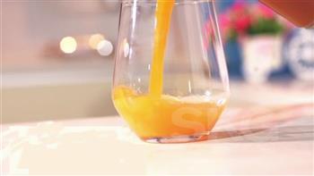 简单三步制作菠萝胡萝卜汁 SKG原汁机食谱的做法图解5