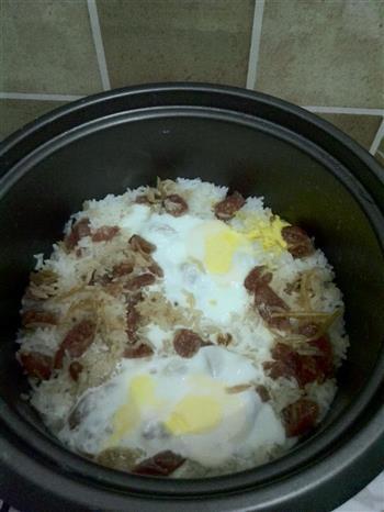 广式腊肠窝蛋饭的做法图解2