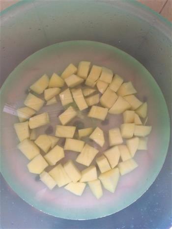土豆红烧肉的做法图解2