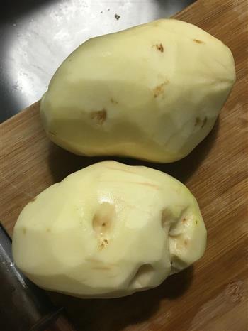 土豆炖鸡翅的做法图解1