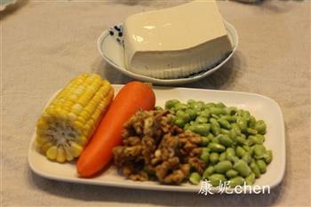 核桃五彩豆腐的做法图解1
